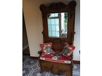 Antique look beautiful crafted seat