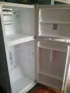 Westinghouse 392L Frost Free Fridge/Freezer