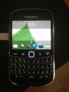 Blackberry 9900 Bold like New with charger clean esn