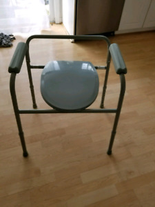 Drive Medical 11105N-1, Steel Commode with Plastic Armrests