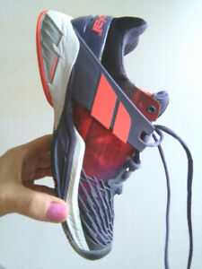 Ladies Babalot tennis shoes used size 7.5  purple
