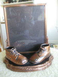 BRONZED BABY-SHOE ALL-METAL PORTRAIT STAND [NEVER USED]