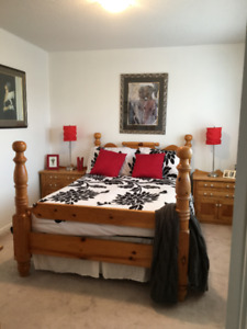 4 poster double/queen pine bed w/2 night tables