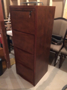 4 drawer legal filing cabinet.  Great condition.