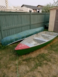 11 ft fiberglass boat comes with ores