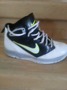 Nike Youth Basketball Shoes 23.5 cm (size 3Y)