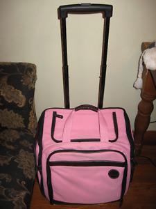WOMEN OR GIRLS TRAVEL BAG , TRAVEL CARRIER FOR TRIPS