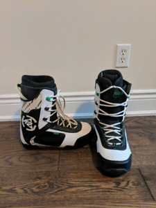 Skiis, snowboard and boots