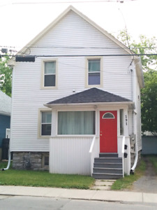 Victoria St 3 bdrm $1500 incl May or June 1