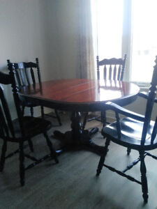 $280 7pc Solid wood Cherry refinished table. Free delivery.