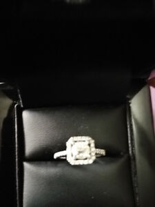 Beautiful 18k White Gold Princess-Cut Engagement Ring