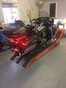 2014 Ultra Limited with Touring trailer and Hydraulics bike lift