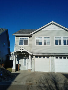 Beautiful 3 Bedroom Townhouse for Rent - FIRST MONTH HALF RENT!!