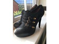 Black shoe boots size 6.5