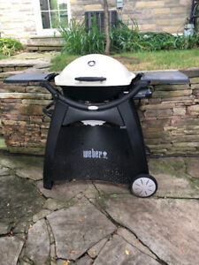 Weber Q2200 With Stand