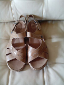 Josef Seibel women's leather sandals with removable footbed sz 9