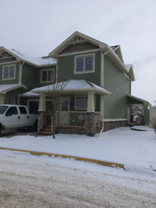 NICE 3 BEDROOM SYLVAN LAKE TOWNHOUSE FOR RENT