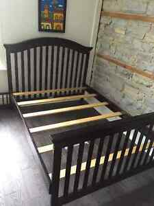 "Solid wood ""Baby caché"" crib that converts into double/full bed Kingston Kingston Area image 2"