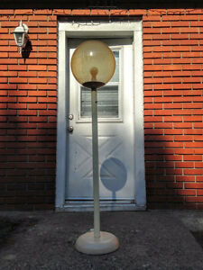 Rare - Vintage Olympia Lunar 1 Space Floor Lamp West Island Greater Montréal image 2