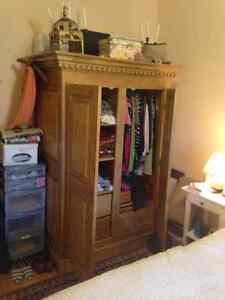 Armoire antique (reproduction)
