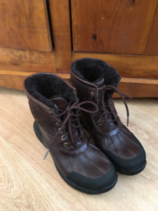 Like New UGG Women's Adirondack II Winter Boot Choc Brown Size 8