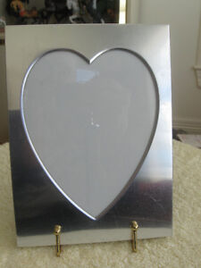 VINTAGE ['70's] HEART-SHAPED PEWTER PICTURE FRAME