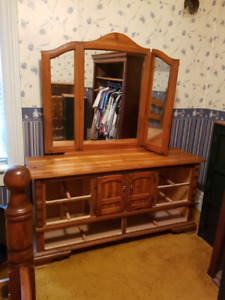 5 pc Solid Pine bedroom set