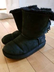 Girls youth size 2 Bailey Bow Uggs