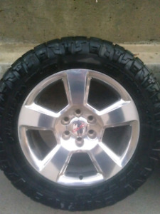 "33"" Nitto Ridge Grapplers on 20"" GMC rims"