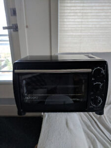 Euro Pro Toaster Oven - $5 - works great and in good condition