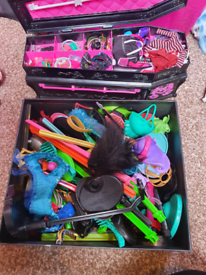 32 x Monster high dolls and accessories