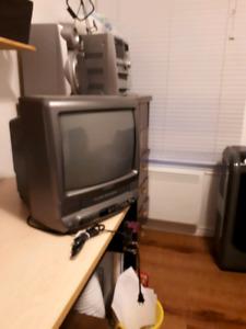 Télé + lecteur enregistreur VHS