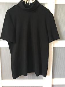 Chandail noir ample manches courtes avec col (Grandeur large)