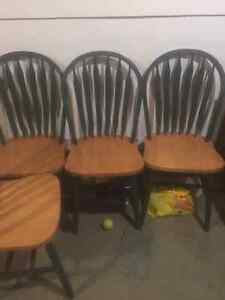 Dining table with four chairs Cambridge Kitchener Area image 3