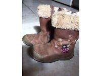Clarks size 81/2F boots