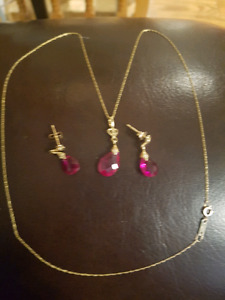 "Beautiful 10k set, 18"" necklace and earrings"