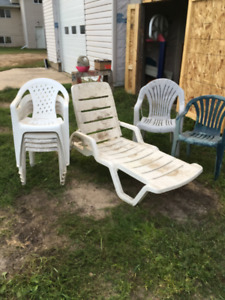 8 plastic lawn chairs