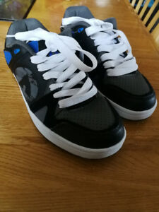 Airwalk sneakers - brand new! Size 4