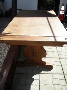 1 TABLE EN BOIS PIN VINTAGE