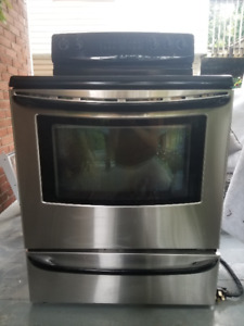 3 St. Steele Appls.  FridgFreezer, Dishwasher, Stove $850