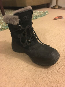 Brand New Condition Ugg Ostrander Boots London Ontario image 3