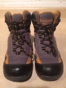 Youth Columbia Waterproof Winter Boots Size 1 London Ontario image 2