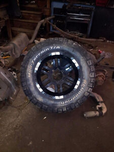 """37"""" tires wore out but still usable good deal 21"""" rims"""