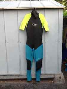"""WETSUIT  marque """"ONEIL"""""""