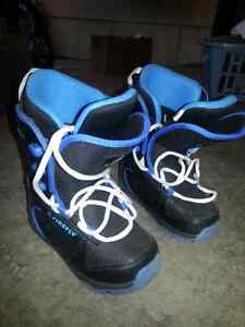 Snowboard boots size 1 - Firefly London Ontario image 1