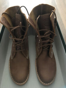 Roots women Hi Top Tribe African leather boot - Brand new in box