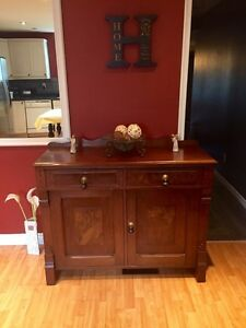 (Cell Post)Antique Victorian Sideboard in Excellent Condition.
