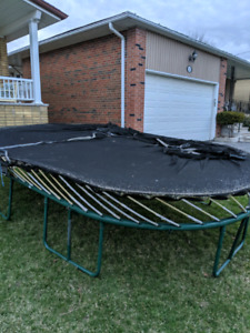 Springfree Trampoline 8'x13' 10 years old Free