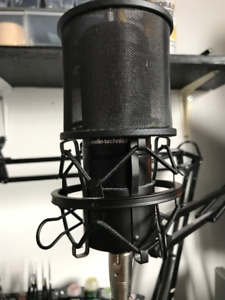 Audio Technica AT2020 3-pin XLRM Mic ++ Neewer Arm Stand