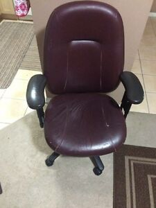 leather office revolving chair Oakville / Halton Region Toronto (GTA) image 1